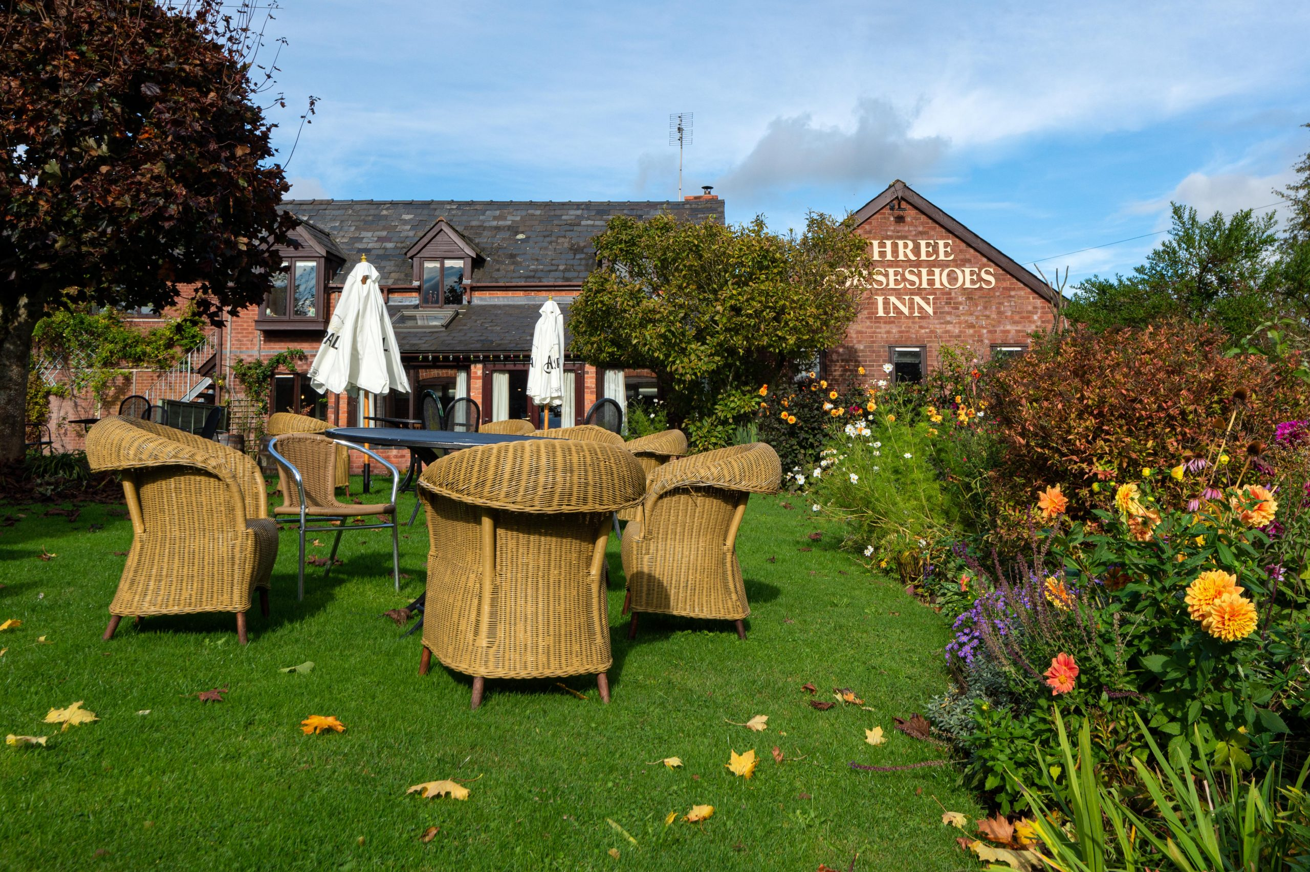 The Three Horseshoes Inn garden